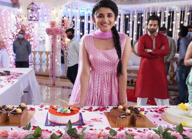 Kanika Mann celebrates her birthday with a cake marathon on the sets of Guddan Tumse Na Ho Payega