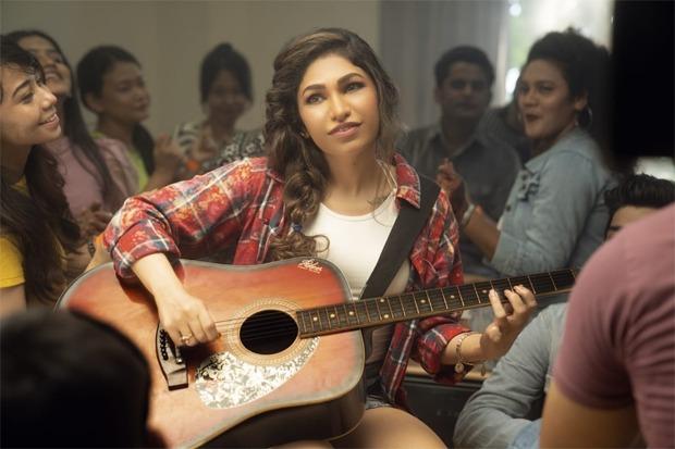 Tulsi Kumar learns to play the guitar for her rock ballad 'Tanhaai'