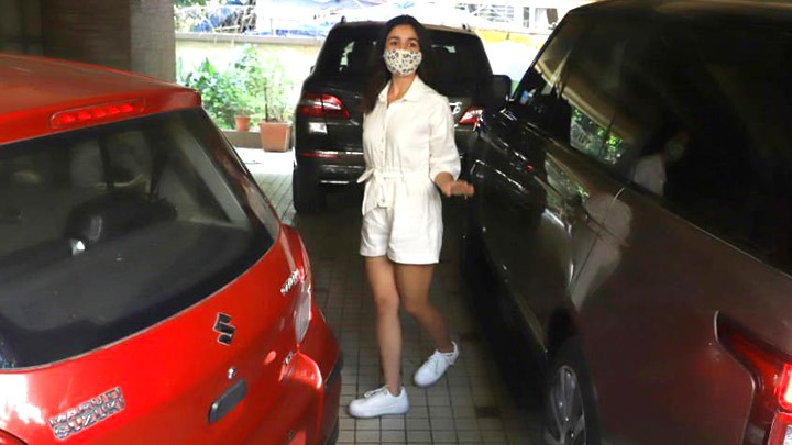Alia Bhatt spotted at Dubbing studio in Bandra