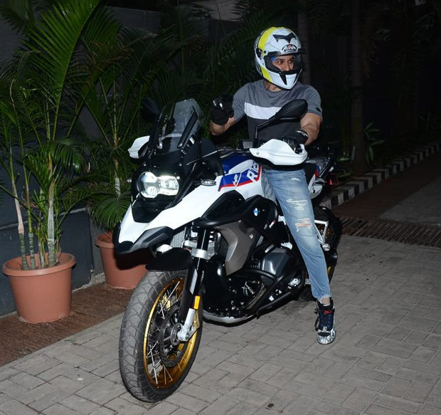PICTURES: Kumal Kemmu purchases a BMW R2150 bike worth over Rs. 26 lakhs
