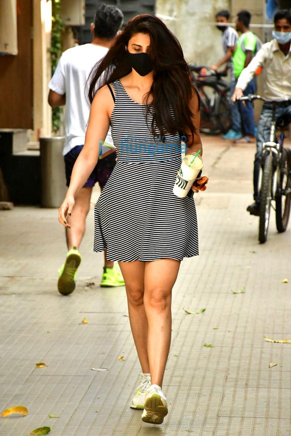 Photos: Daisy Shah spotted in Bandra