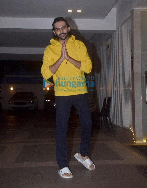 Photos Kartik Aaryan snapped at his birthday celebrations (2)