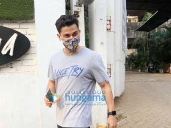 Photos: Kunal Kemmu snapped In Bandra