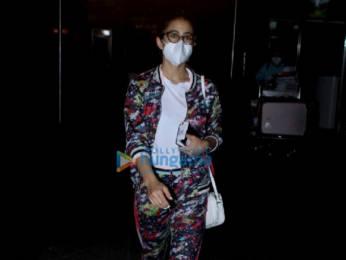 Photos Sara Ali Khan, Pooja Hegde and Karanvir Bohra snapped at the airport