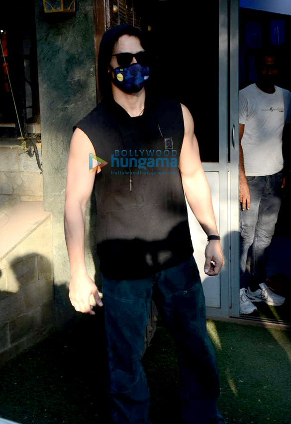 Photos Tiger Shroff and Sunny Singh Nijjar snapped in Juhu (3)