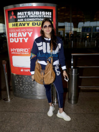 Photos: Urvashi Rautela, Kriti Sanon, and Alia Bhatt others snapped at the airport