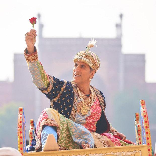 सारा अली खान ने अक्षय कुमार के लुक को शेयर किया जैसे ही वह अत्रंगी रे के लिए शाहजहाँ में बदल गया