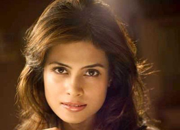 द डर्टी पिक्चर की अभिनेत्री आर्य बनर्जी कोलकाता में अपने घर पर मृत पाई गईं