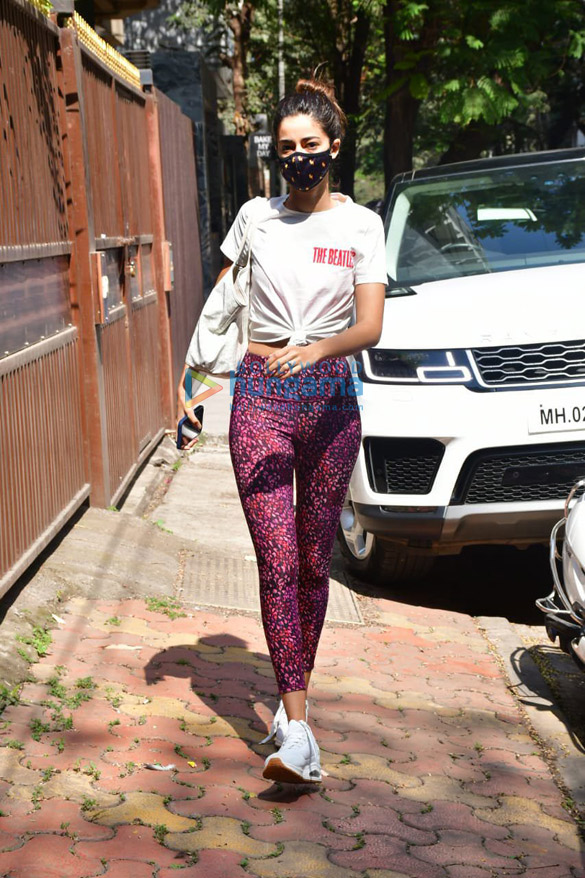 Photos Ananya Panday spotted at Anshuka Yoga classes in Bandra (3)
