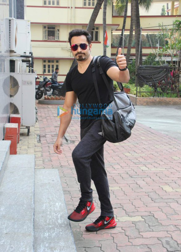 Photos Emraan Hashmi snapped at I Think Fitness in Bandra (3)