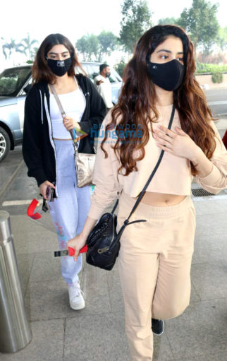 Photos: Janhvi Kapoor, Khushi Kapoor, Kartik Aaryan, Arshad Warsi and others snapped at the airport