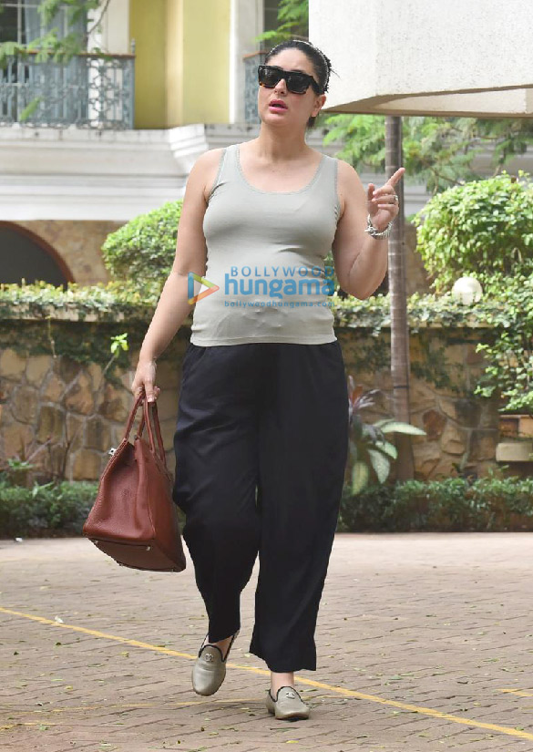 Photos Kareena Kapoor Khan snapped outside her new home (4)