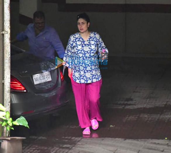 Photos Kareena Kapoor Khan spotted in Bandra (2)