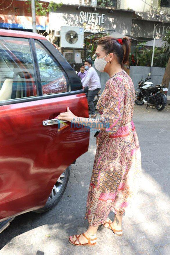 Photos Lara Dutta spotted at The Kitchen Garden in Juhu (4)