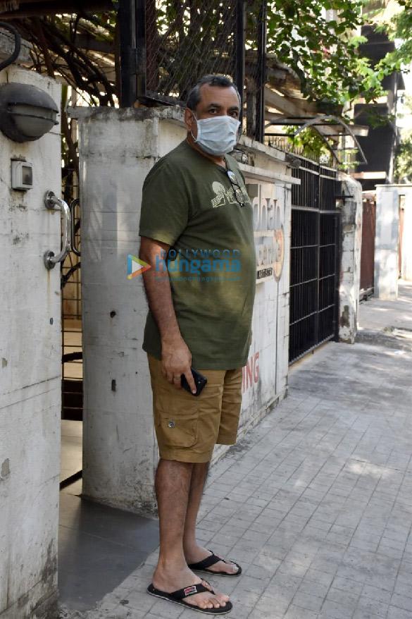 Photos Paresh Rawal snapped at a clinic in Juhu (2)