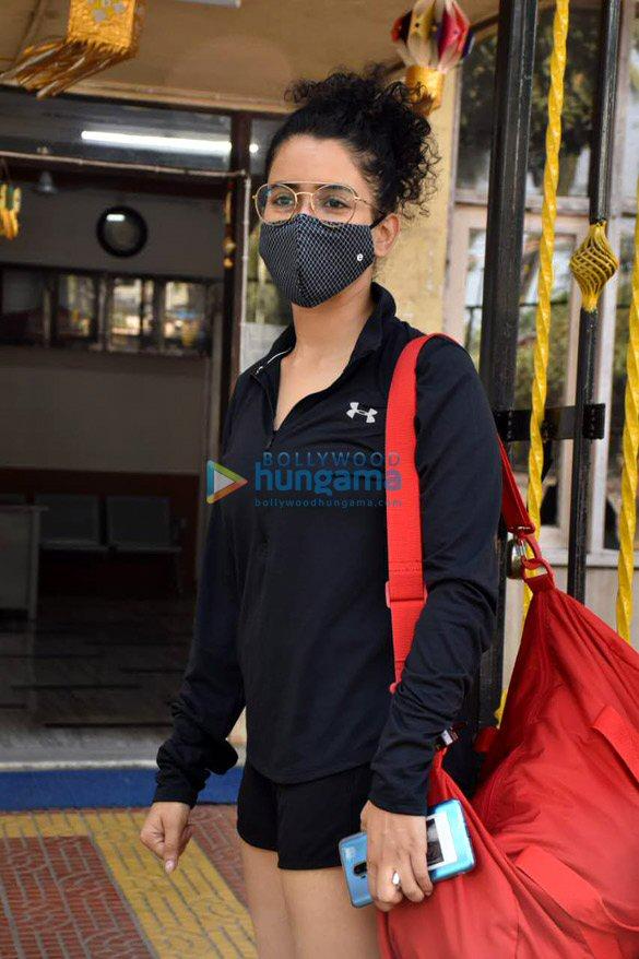 Photos Pooja Hegde and Sanya Malhotra spotted at gym (6)