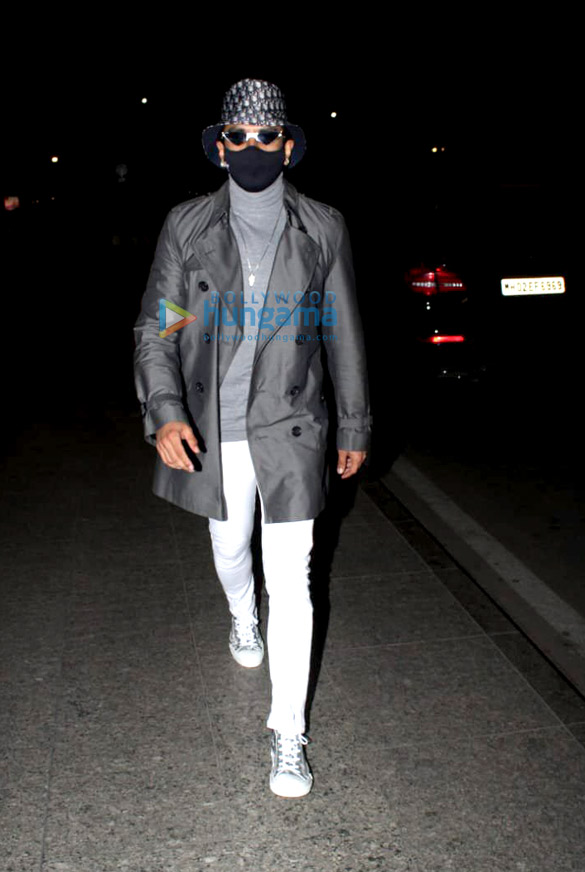 Photos Ranveer Singh spotted at the airport (3)