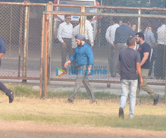 Photos Salman Khan spotted for a shooting in Bandra (6)