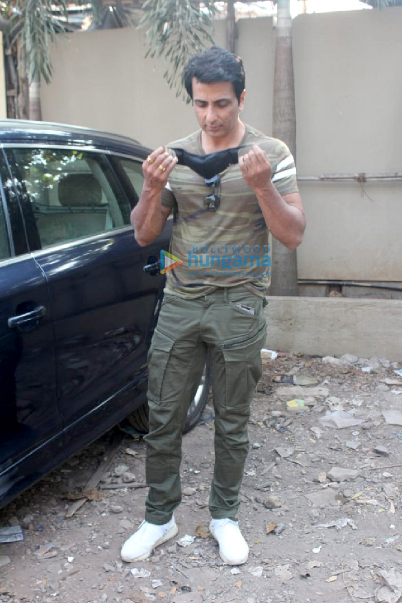 Photos Sonu Sood spotted in Versova (2)