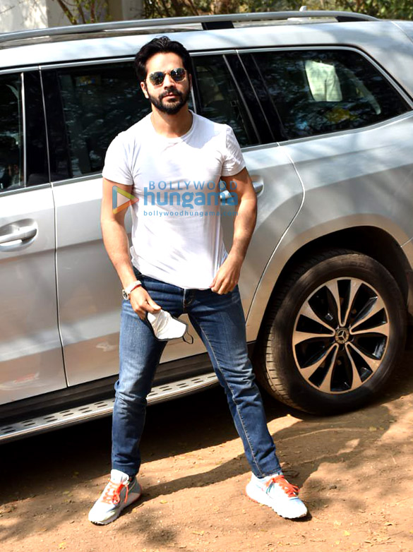 Photos Varun Dhawan arrives in Alibaug for the wedding (3)