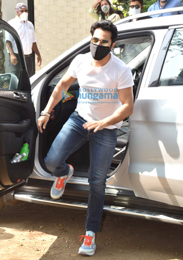 Photos Varun Dhawan arrives in Alibaug for the wedding (5)