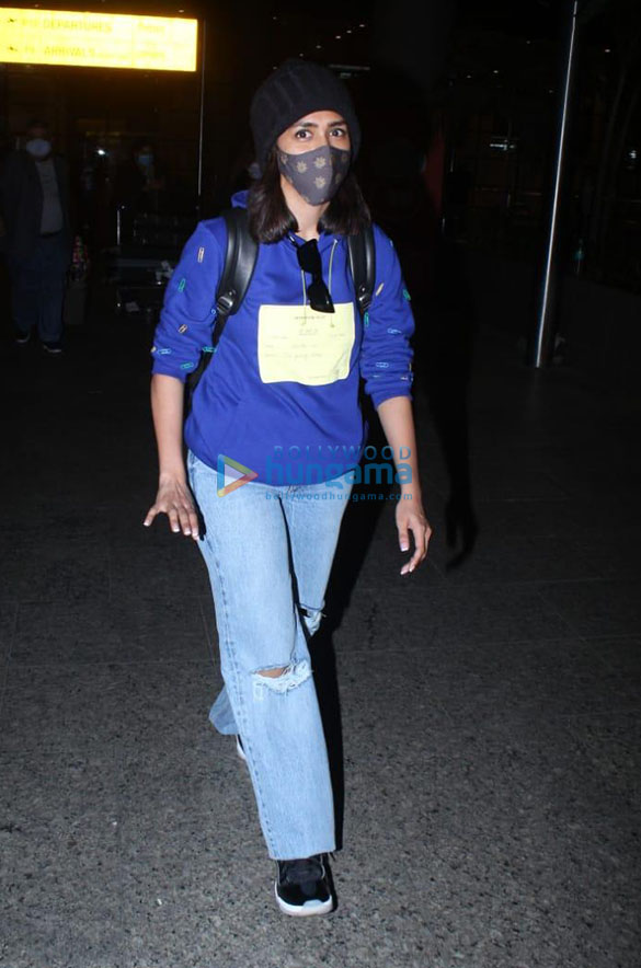 Sara Ali Khan, Tamannaah Bhatia and others snapped at the airport-0001 (1)