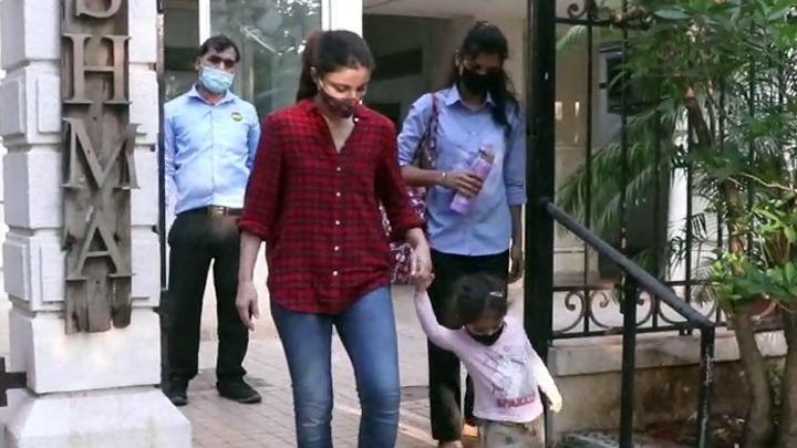 Soha Ali Khan with daughter snapped at Bandra