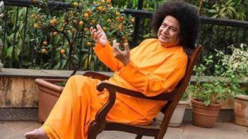 Anup Jalota transforms into Satya Sai Baba; asks fans if he looks like a replica of the late Godman