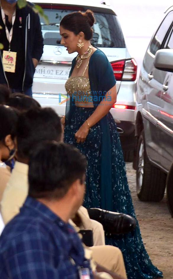 Zoa Morani arrives at Varun Dhawan – Natasha Dalal's wedding venue in Alibaug (3)