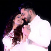 Bigg Boss 14 Jasmin Bhasin and Aly Goni give a romantic performance oozing chemistry