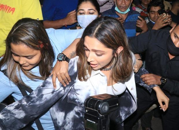 A woman pulls Deepika Padukone's purse leaving her mobbed