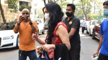 Padmini Kolhapure spotted at Moranis house & some goodies