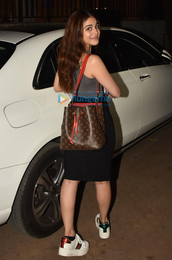 Photos Alaya F spotted outside Prime Plaza in Santacruz (5)