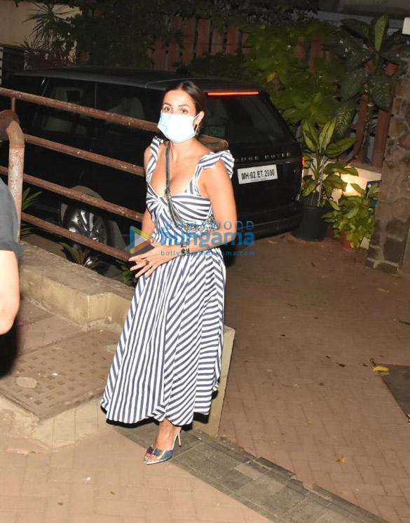 Photos Arjun Kapoor and Malaika Arora spotted at Kareena Kapoor Khan's house in Bandra (3)