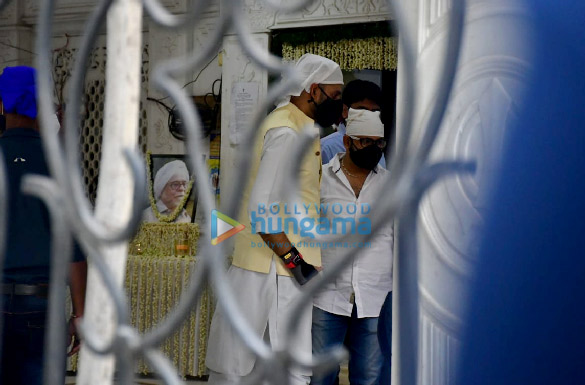 Photos Celebs attend the prayer meet for Bunty Walia's father (3)