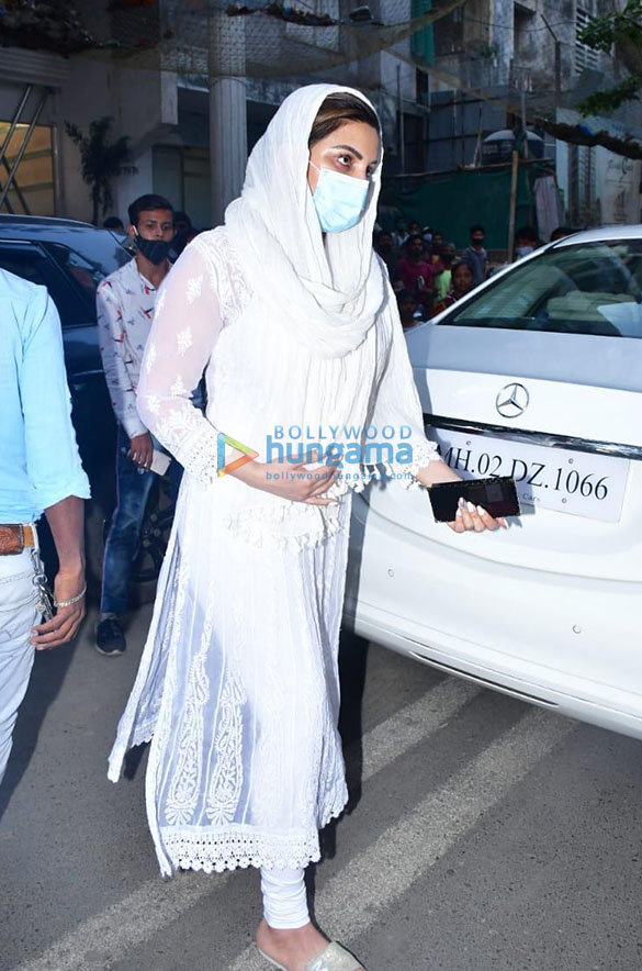 Photos Celebs attend the prayer meet for Bunty Walia's father More (1)