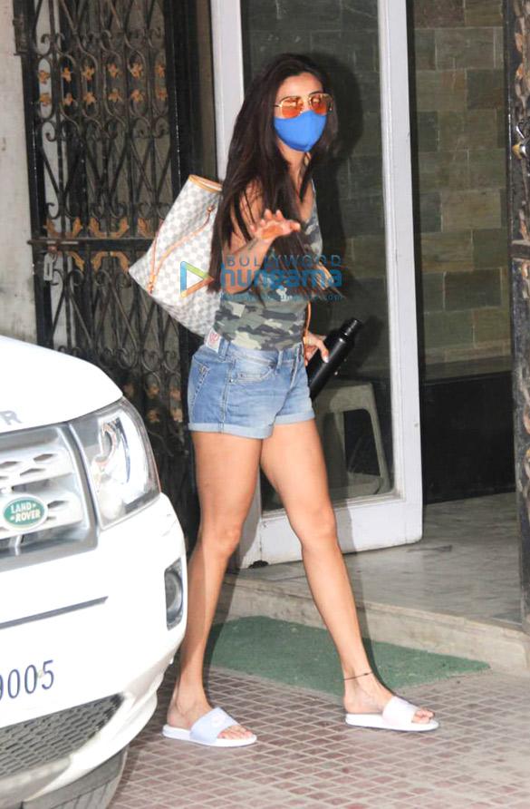 Photos Daisy Shah snapped at Pilates in Khar (3)