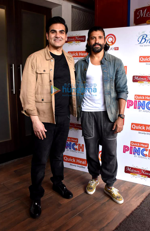 Photos Farhan Akhtar spotted shooting for Arbaaz Khan's chat show in Juhu (1)