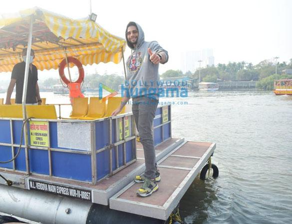 Photos Katrina Kaif, Ishaan Khatter and Siddhant Chaturvedi snapped at the Versova jetty (5)