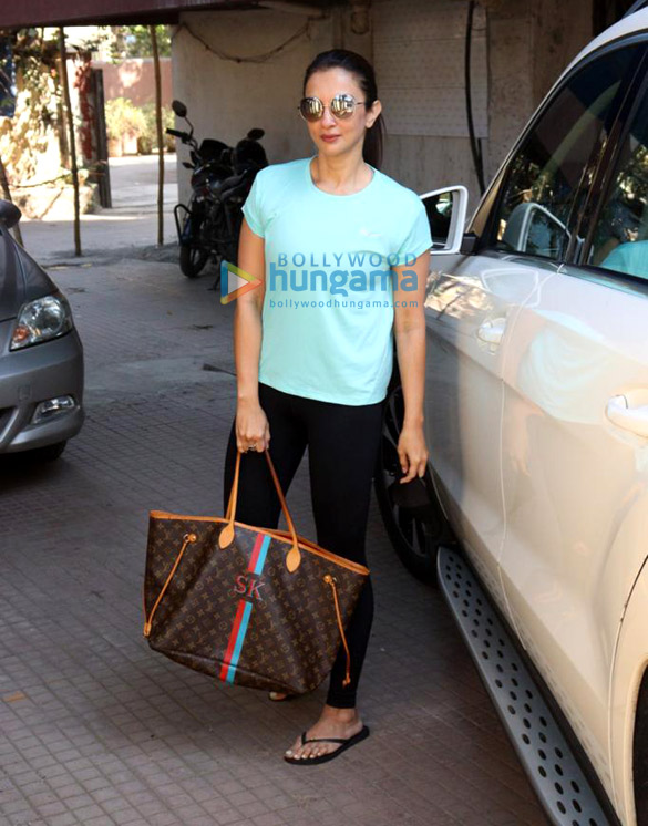 Photos Maheep Kapoor and Seema Khan snapped at the pilates gym (4)