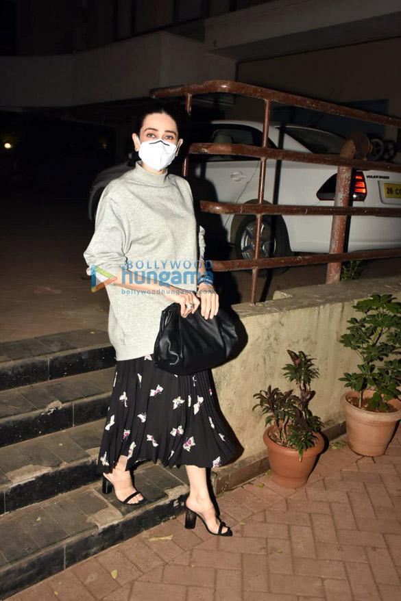 Photos Malaika Arora, Arjun Kapoor, Soha Ali Khan, Kunal Khemmu and Karisma Kapoor spotted at Kareena Kapoor Khan's house in Bandra (4)