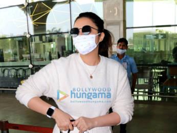 Photos: Parineeti Chopra, Vicky Kaushal and Manushi Chhillar snapped at the airport