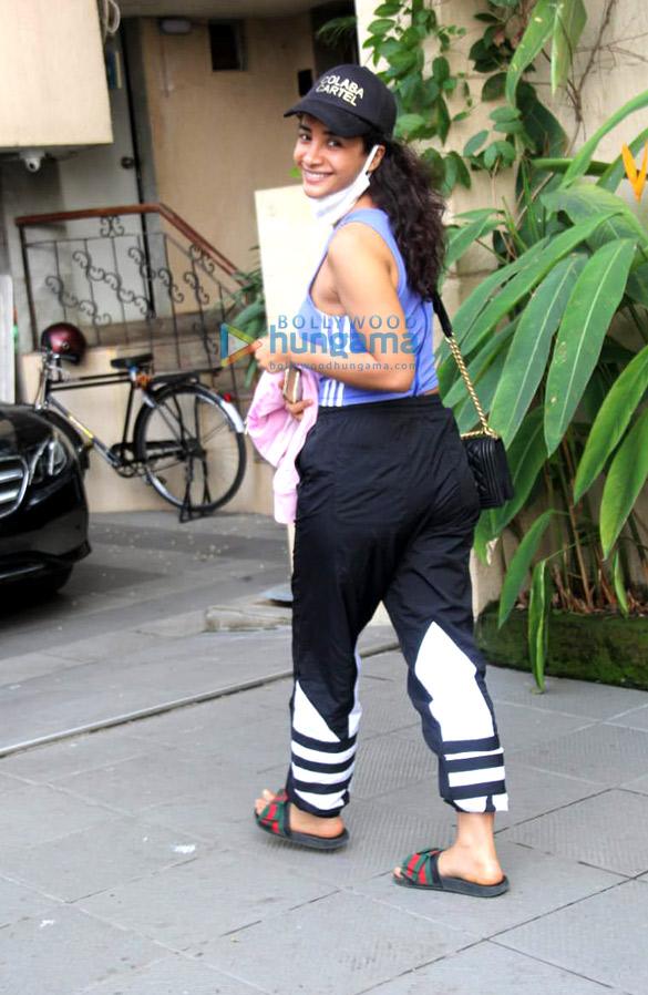 Photos Patralekha snapped at Bandstand (2)