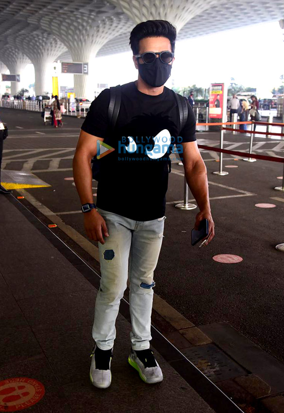 Photos: Pulkit Samrat, Isabelle Kaif and Sandeepa Dhar snapped at the airport