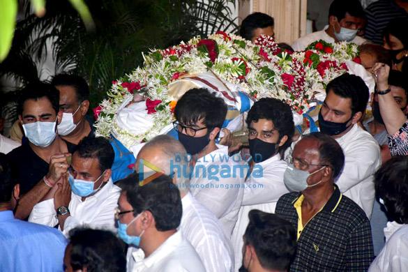 Photos: Rajiv Kapoor's last rites take place in Mumbai | Parties & Events Moviesflix - MoviesFlix | Movies Flix - moviesflixpro.org, moviesflix , moviesflix pro, movies flix