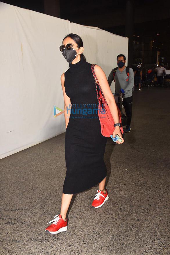 Photos Rakul Preet Singh, Govinda and Sunita Ahuja snapped at the airport (1)