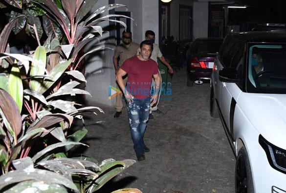 Photos Salman Khan snapped in Bandra (2)