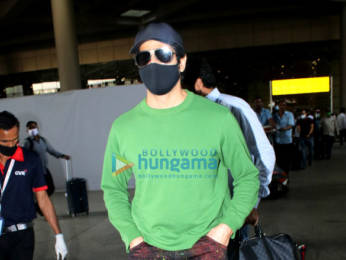 Photos: Shilpa Shetty, Raj Kundra, Mouni Roy and others snapped at the airport