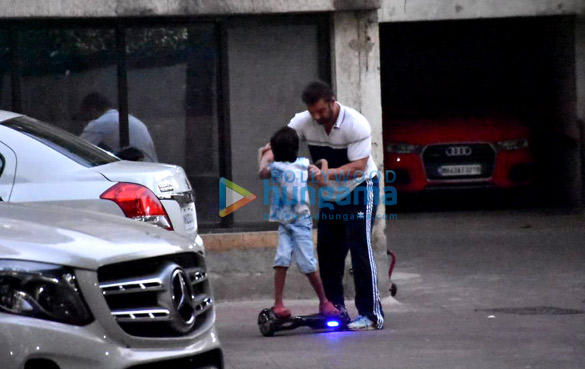 Photos Sohail Khan snapped with kids in Bandra (2)
