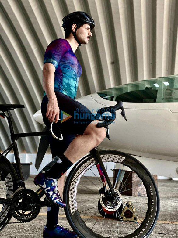 Photos Sooraj Pancholi snapped during cycle ride (2)